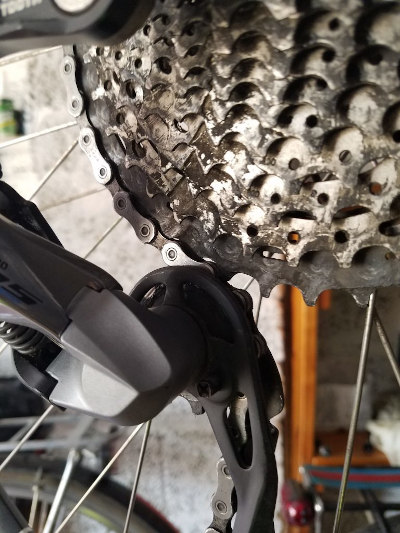 Rear derailleur and cog set