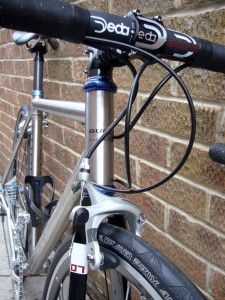 Cheapo bars with Chris King headset, Shimano brakes and Continental GP 400S tyres.